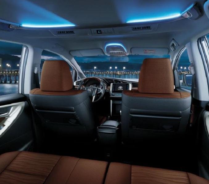 Người mua Innova 2020 có 2 sự lựa chọn về chất liệu bọc ghế đó là da hoặc nỉ